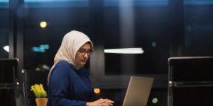 4 Aturan Lembur Karyawan Perempuan | Gadjian