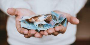 Perbedaan Upah dan Gaji dalam Kompensasi Karyawan | Gadjian